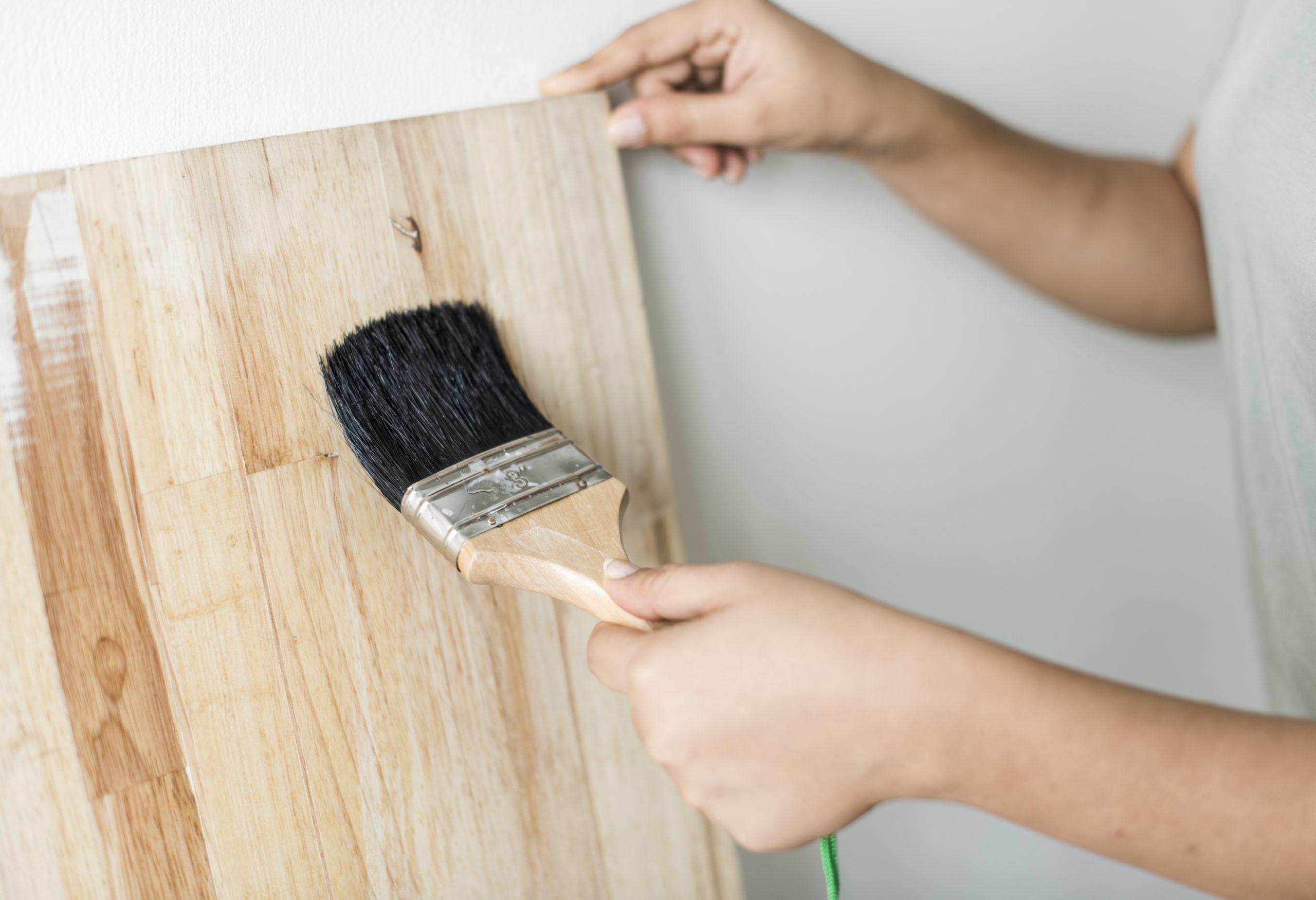 L'entretien de votre meuble en teck : Nos conseils (pour la finition miel)